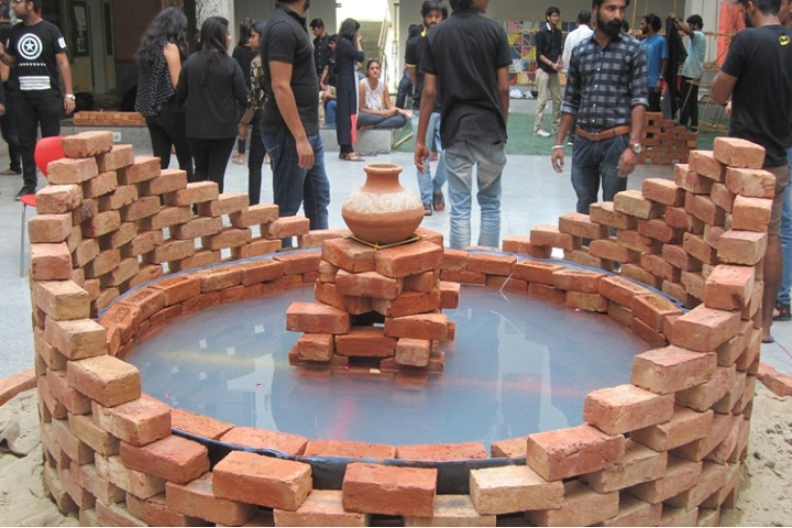 https://cache.careers360.mobi/media/colleges/social-media/media-gallery/8535/2018/9/27/Students art of Gateway College of Architecture and Design Sonipat_Others.jpg